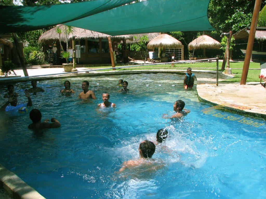 Nikmati Outing Mengasikan di Bali Hai Beach Club Cruise